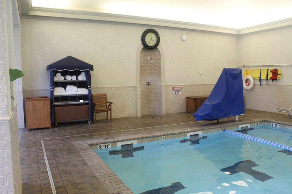 Spa of Colonial Williamsburg pool